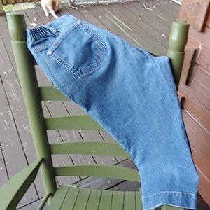 Eddie Bauer blue denim Capri pants